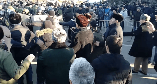 Activists' clashes with law enforcers in Magas on March 27, 2019. Screenshot of the video by Dzurdzaki https://www.youtube.com/watch?v=o1B1oBde9Ds