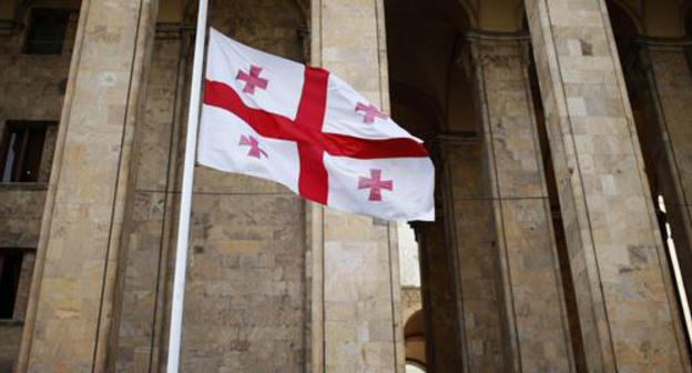 Flag at the Georgian Parliament in Tbilisi. Photo: REUTERS/David Mdzinarishvili
