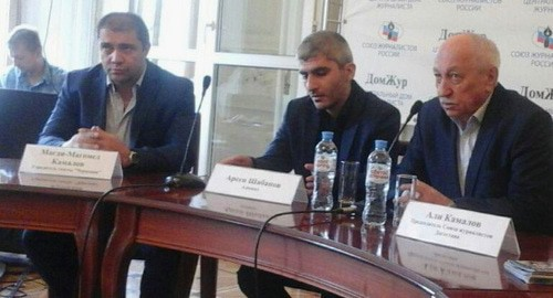 "A press conference in support of Abdulmumin Gadjiev. Magdi Kamalov, Arsen Shabanov, Ali Kamalov (from left to right). Photo by Rustam Djalilov for the ""Caucasian Knot"""