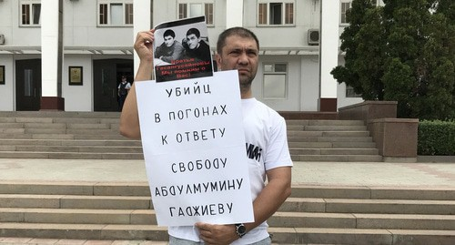 Founder of 'Chernovik' Magdi Kamalov holds solo picket in support of Abdulmumin Gadjiev, Makhachkala, July 16, 2019. Photo by Patimat Makhmudova for the Caucasian Knot