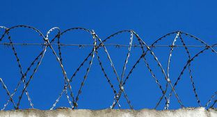 Razor wire. Photo by Nina Tumanova for the Caucasian Knot