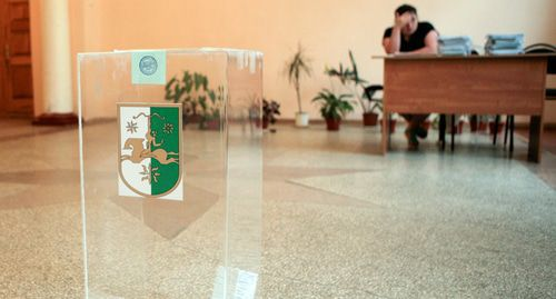 A ballot box at the local electoral commission in Abkhazia. Photo: REUTERS/Казбек Басаев