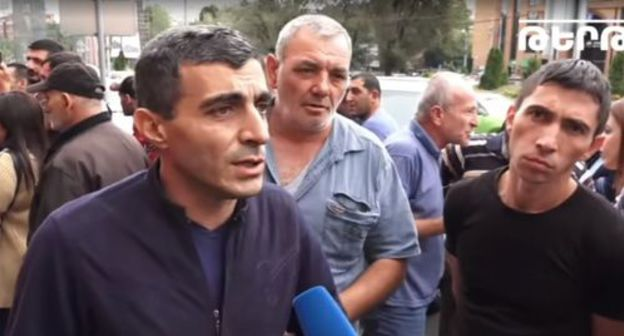 Sanitek workers hold rally in Yerevan. Screenshot from video posted at Tert.am Channel: https://www.youtube.com/watch?time_continue=344&v=unUOp2nVhK0