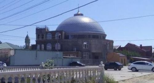 Mosque in the Hungarian Fighters street in Makhachkala. Photo by Patimat Makhmudova for the Caucasian Knot