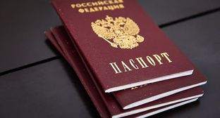Russian passports. © Photo by Yelena Sineok, Yuga.ru
