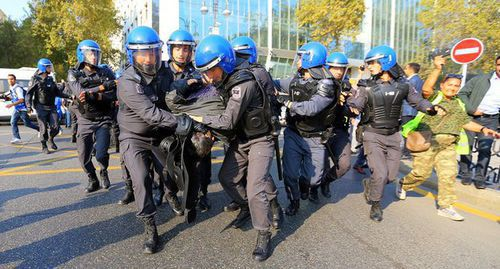 Law enforcers detain participants of Baku rally. Photo by Aziz Karimov for the Caucasian Knot