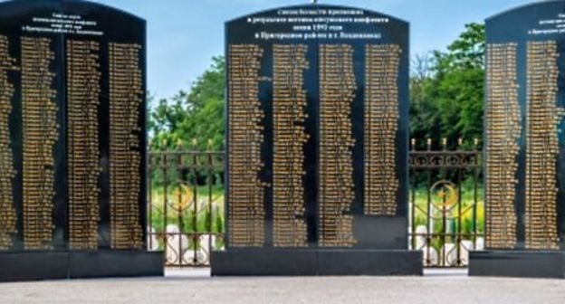 A memorial with the names of the victims of the 1992 Ossetian-Ingush conflict in Ingushetia. Photo: screenshot of the video by the ING VAI TOP channel  https://www.youtube.com/watch?v=tSXHxne3_1w