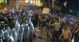 "Protesters and police officers in Tbilisi on June 21. Screenshot of the video by the ""Caucasian Knot"" https://www.kavkaz-uzel.eu/videos/5433"
