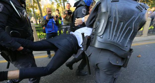 "The police during the detention of one of the participants of the rally in Baku. Photo by Aziz Karimov for the ""Caucasian Knot"""