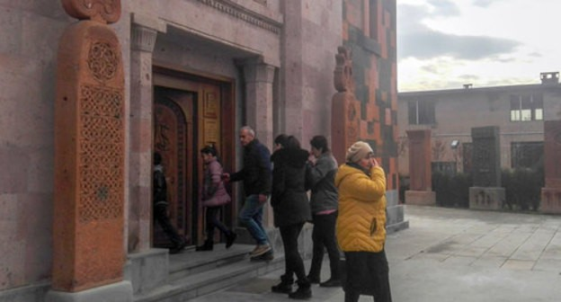 Residents of Armenia explain difference between Christmas and New Year