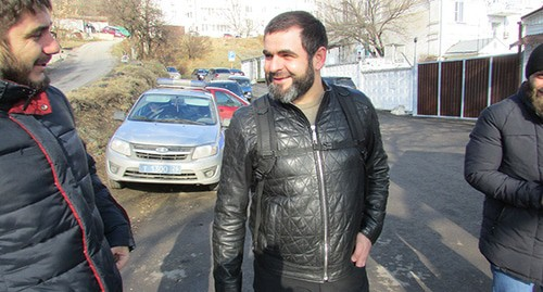 Ingush activists released from SIZO in Pyatigorsk. Eliskhan Azhigov (centre) after being released, January 13, 2020. Photo by Vyacheslav Yaschenko for the Caucasian Knot