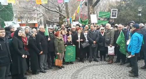 Participants of a protest action held by Circassian activists in Turkey, Screenshot of the video posted at the Молэ Video Mole Levent KAPLAN Адыгэбзэ Нэтынхэр YouTube channel https://www.youtube.com/watch?v=rxhlq_rSvK8&feature=emb_logo