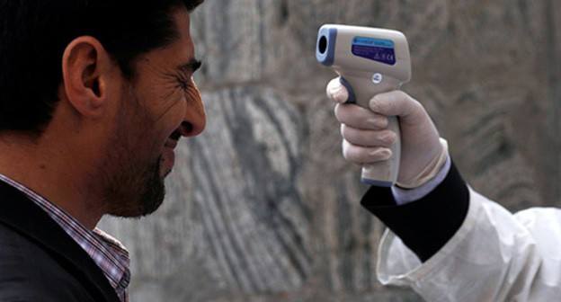 Temperature screening. Photo: REUTERS/Mohammad Ismail
