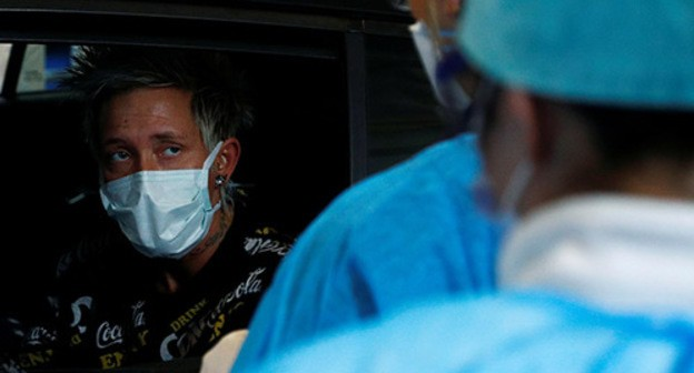 A man wearing a medical mask. Photo: REUTERS/Francois Lenoir