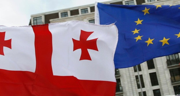 The flags of Georgia and European Union. Photo: REUTERS/David Mdzinarishvili