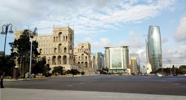 "A square at the building of the Government of Azerbaijan. Photo by M. Kuznetsova for the ""Caucasian Knot"""