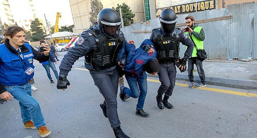 Law enforcers detain a rally participant, February 16, 2020. Photo by Aziz Karimov for the Caucasian Knot