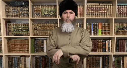 Screenshot of a video with the appeal of the Mufti of Chechnya, Salakh Mezhiev, regarding resumption of Friday prayers, https://youtu.be/5ZnrzShB0Sc