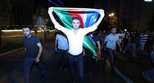 Participants of a spontaneous rally in support of the Azerbaijani army on the night of July 15, 2020. Photo by Aziz Karimov for the Caucasian Knot