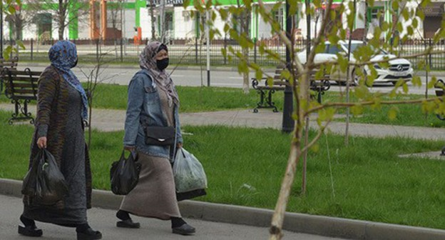 Women wearing face masks in the streets of Grozny. Photo: REUTERS/Ramzan Musaev