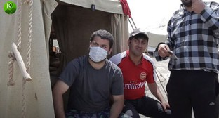"A resident of the tent camp in Kullar. Screenshot of the video by the ""Caucasian Knot"""