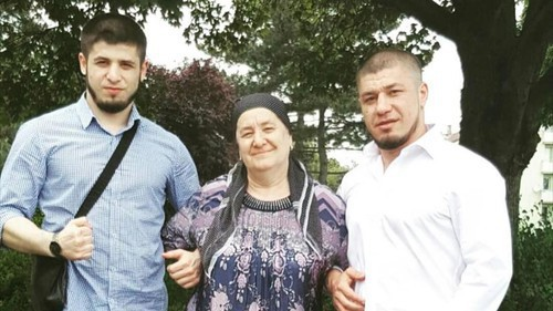 Murad Aslamkhanov (right) with his mother and brother. Photo courtesy of Murad Aslamkhanov's relatives.
