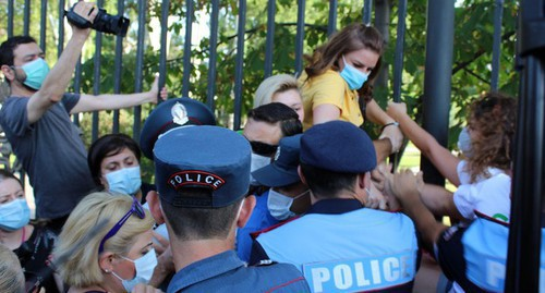 "The detention of participants of a protest action in support of the residents of the city of Jermuk on August 10. Photo by Tigran Petrosyan for the ""Caucasian Knot"""
