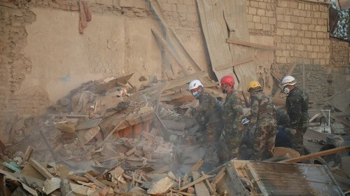 Rescuers clearing debris after shelling attack on Ganja, October 17, 2020. Photo by Aziz Karimov for the Caucasian Knot