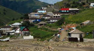 The village of Kenkhi in the Sharoi District of Chechnya. Photo by Brainwashing - https://ru.wikipedia.org/wiki/Кенхи_(село)