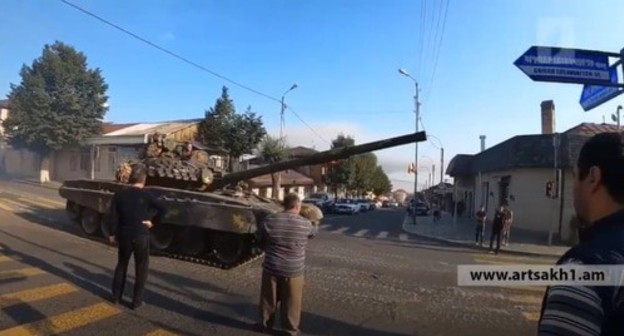 A tank in the streets of Stepanakert, September 2020. Screenshot of the video posted at the Lamin Sakho3 YouTube channel https://www.youtube.com/watch?v=EdQd9nm0PnY&feature=emb_logo