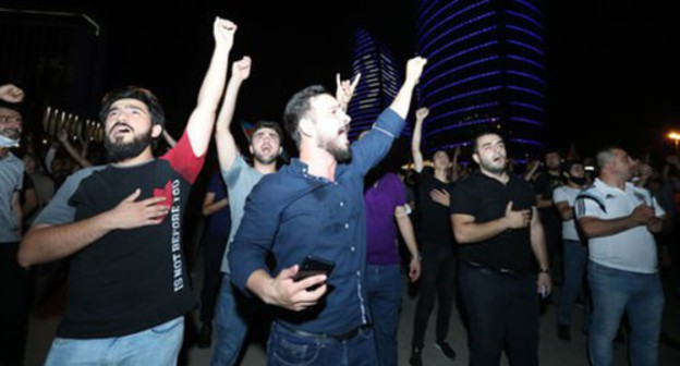 "A spontaneous rally in support of the Azerbaijani army in Baku, July 14, 2020. Photo by Aziz Karimov for the ""Caucasian Knot"""