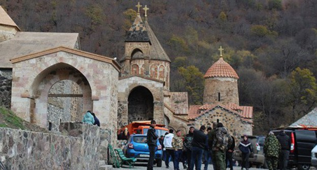 "Armenian pilgrims say farewell to the Dadivank monastery. November 18, 2020. Photo by Armine Martirosyan for the ""Caucasian Knot"""