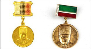 "Order of Akhmat Kadyrov, Commemorative medal ""Akhmat-Khadzhi Kadyrov. The first president of the Chechen Republic"". Photo: https://contragents.ru/culture/exhibits/prev_8336354"