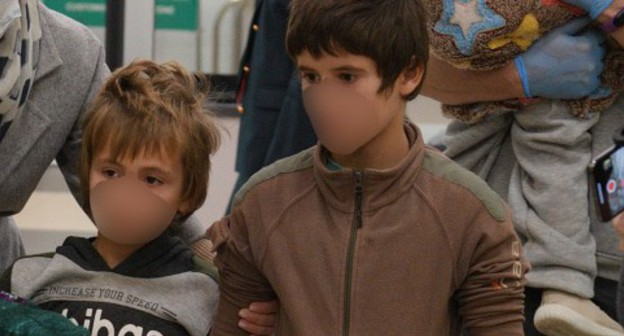 Children brought back from Syria, November 13, 2020. Photo: press service of the Ombudsperson of Russia, http://deti.gov.ru/articles/news/anna-kuznecova-vernula-iz-sirii-na-rodinu-31-rossijskogo-rebyonka