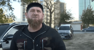 Ramzan Kadyrov standing in front of a car with tinted windows. Photo: https://youtu.be/alYmCZ8QxMk
