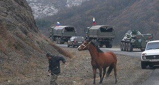 Residents of Lachin on at road in Nagorno-Karabakh, November 13, 2020. Photo: REUTERS/Stringer