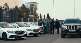 Cars in a wedding cortege in Ingushetia. Screenshot from YouTube video 'Lavish Ingush wedding 2020'