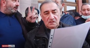 Conscripts' parents hold their protest in Yerevan. Screenshot: www.youtube.com/watch?v=NBBcvWjIZi4&feature=emb_logo