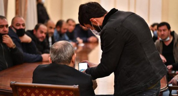 Prime Minister Nikol Pashinyan's meeting with the participants of the autumn fighting in Nagorno-Karabakh. Yerevan, November 27, 2020. © Photo : Press Secretary of Armenia's Prime Minister on Facebook / Mané Gevorgyan