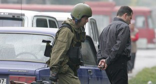 A law enforcer escorts an arrested man. Nalchik, October 14, 2005. Photo: REUTERS/Viktor Korotayev