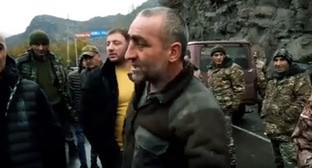 Residents of Syunik Region block road for opposition. Screenshot: https://news.am/rus/news/619487.html
