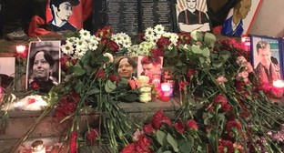 Flowers and candles at the venue of murder of lawyer Stanislav Markelov and journalist Anastasia Baburova. Moscow, January 19, 2021. Photo by Oleg Krasnov for the Caucasian Knot