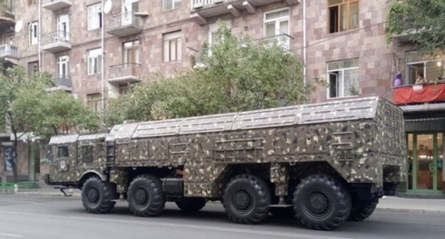"The ""Iskander"" missile in Yerevan. Photo: Jonj7490, https://commons.wikimedia.org/w/index.php?curid=58111154"